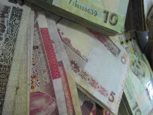 The dinar's value against the US dollar continues to drop Photo: Libya Herald).