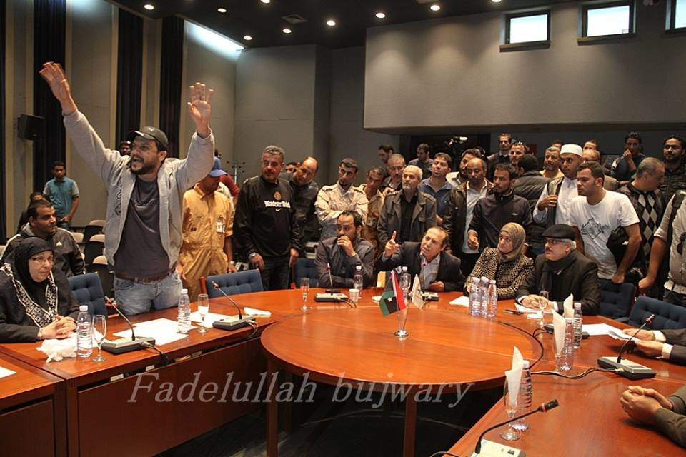 Protesters inside the Benghazi meeting (Photo: Fadelullah Bujwary)