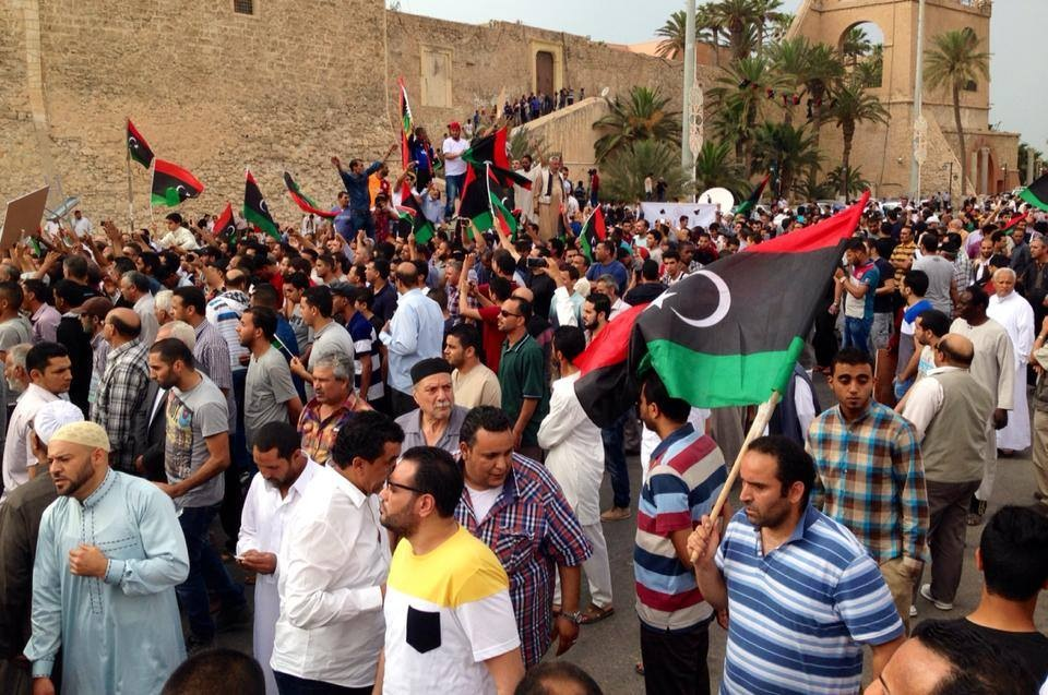 Crowds in Martyrs Square in support of Khalifa Hafter