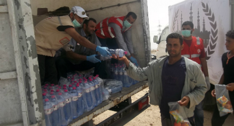 In Zuwara, teams have provided more than 30,000 litres of water (Photo: Libyan Red Crescent)