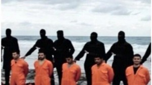 A picture said to show kidnapped Egyptians in hands of IS at Sirte (social media)