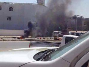 Protestors blocking Tripoli Corniche with burning tyres (Photo: Social media)