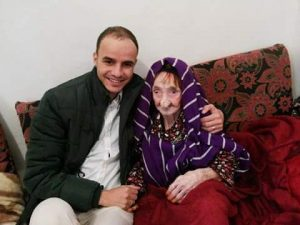 Mohamed Sultan with his 122 year-old grandma (Photo: Mohamed Sultan)