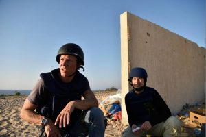 Slain Dutch photographer Oerlemans (l) one of more than 60 Sirte deaths today (Photo: social media)