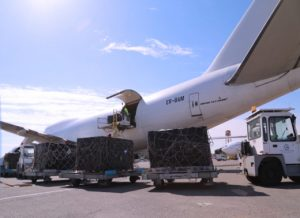 Bank notes being unloaded at Mitiga from a Moldovan cargo plane (Photo: CBL)
