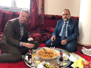 Mayor Baroni (R) eats with Verona's Tosi (Photo:Zintan council)