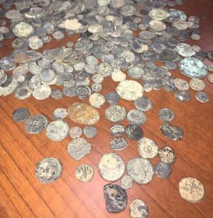 Some of the 580 ancient coins found on the Liberian suspect (Photo: Rada)