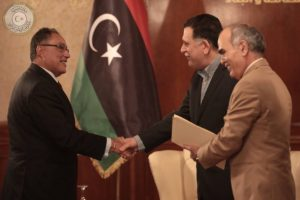 Serraj greets World Bank's MENA head Hafez Ghanem (Photo: PC)