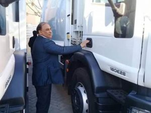 The Mayor of the Municipality of Sirte, Mokhatar Khalifa Al-Madani, received on 11 December in Tripoli a garbage truck from the Stabilization Facility for Libya (SFL).
