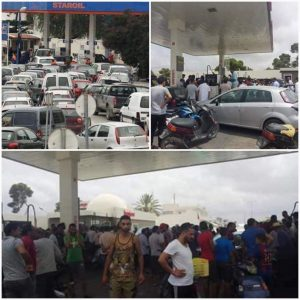 Tunisians queueing at petrol stations near the Libyan border region caused by the border closure(Photos: Fuel & Gas Crisis Committee).